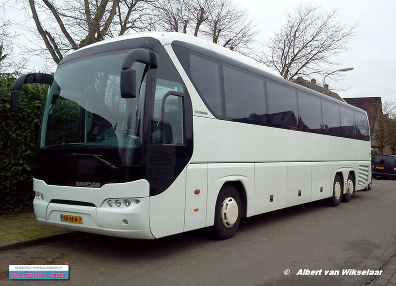 De Groot Ede Neoplan Tourliner 005.jpg