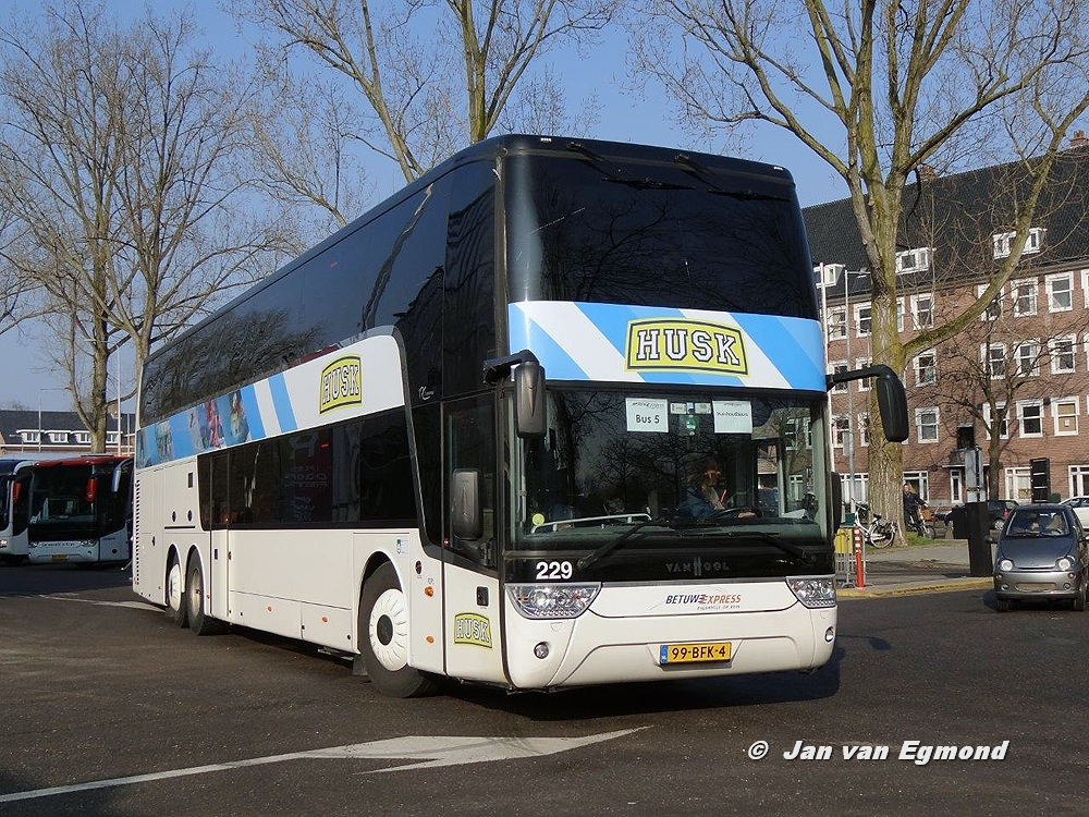 Zwarte GF bus
